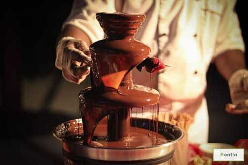 CHOCOLATE FOUNTAIN WITH ATTENDANT (2HR)