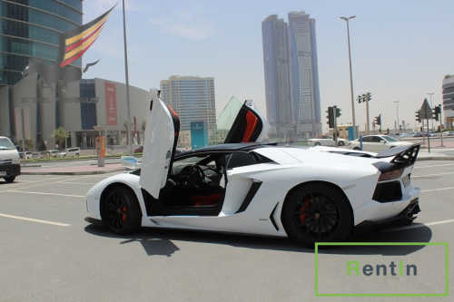 RENT LAMBORGHINI AVENTADOR ROADSTER IN DUBAI