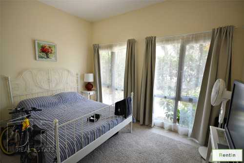 Vacant Ty11 5 Bed Upgraded Floor + Pool