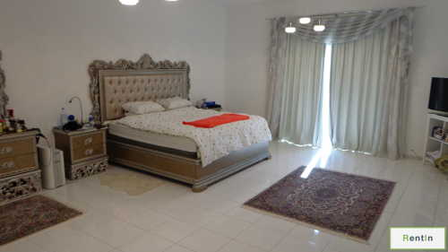 Well Maintained quiet villa with great space
