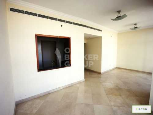Large 1 Bed with Balcony,Close to Beach