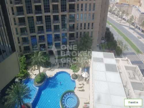 Huge 1 Bed with Balcony,Vacant,Pool view