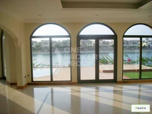 Stunning 4-Bed Grand Foyer with Sea View